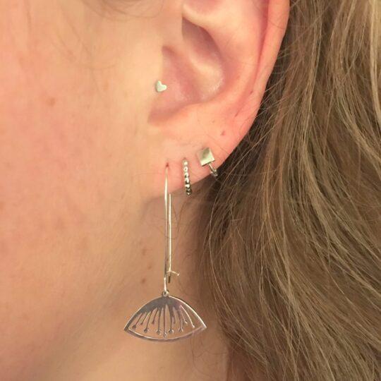 Zilveren flower oorbellen