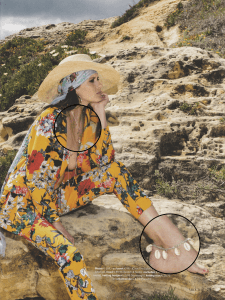 Publicatie: Vrouw Glossy (aug 2018) Foto: © Vrouw Glossy Producten: Enkelbandje Cowry Shell & ketting rose silver