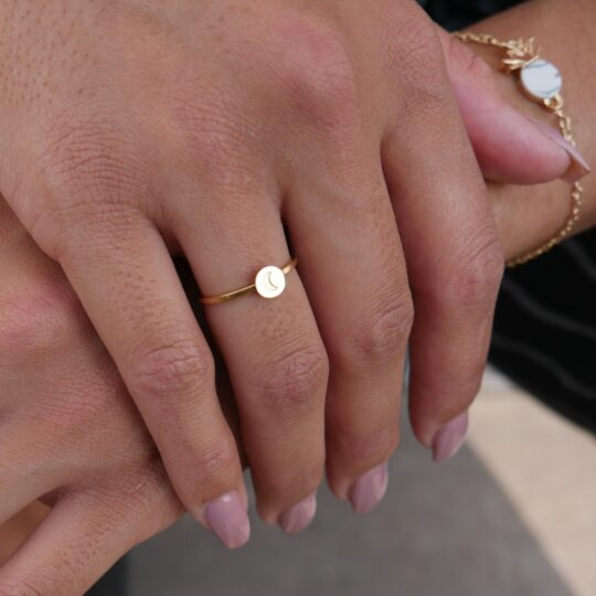 RING MOON GOLD OM VINGER